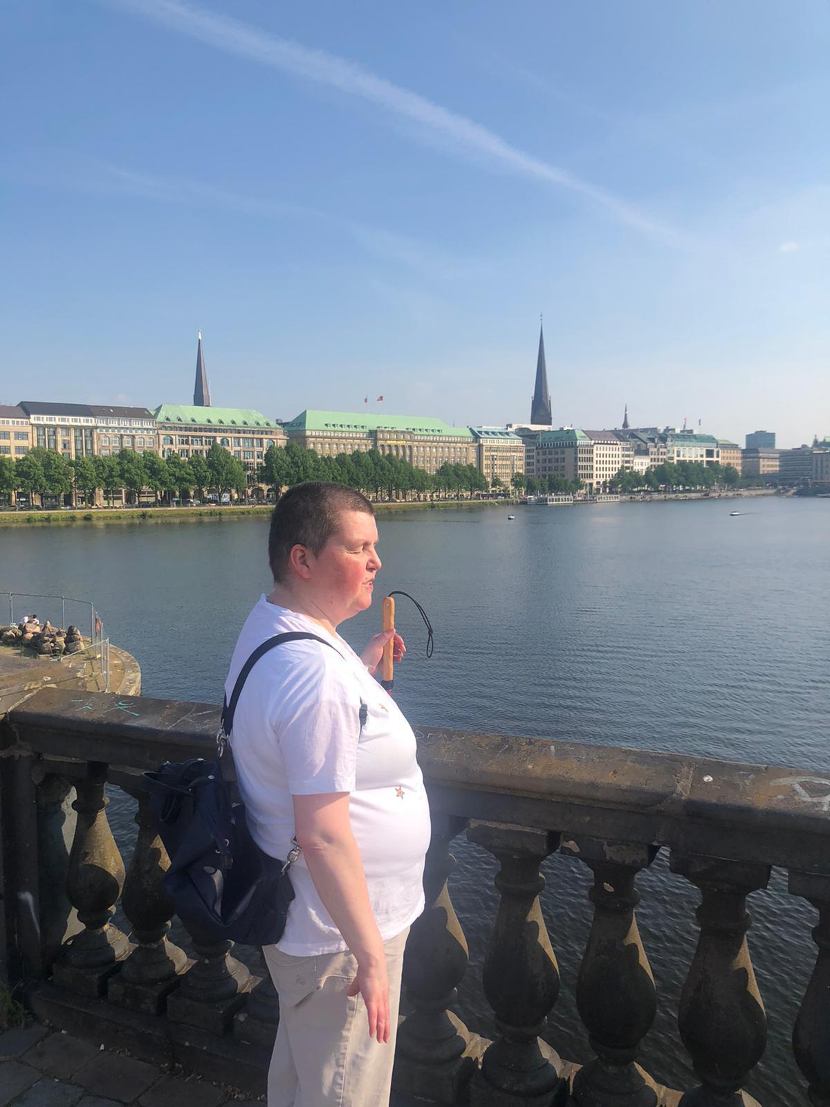 Zeigt Sylvi an der Alster am 01. Juni 2021
